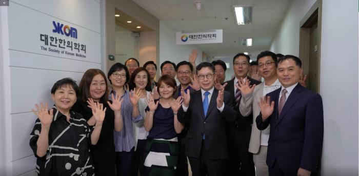 2019 전국한의학학술대회 강연자 사진.png