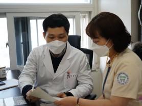 수완청연요양병원 백신 예진모습 (2).JPG