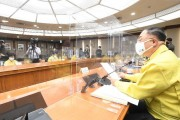 현행 거리두기 단계·5인 이상 모임 금지 3주 추가 연장
