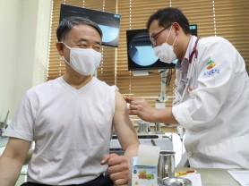 박능후 장관, 인플루엔자 예방접종