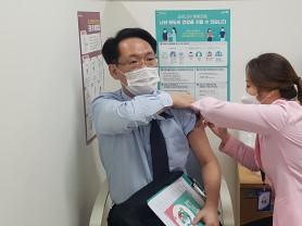 홍주의 회장 백신 공개접종