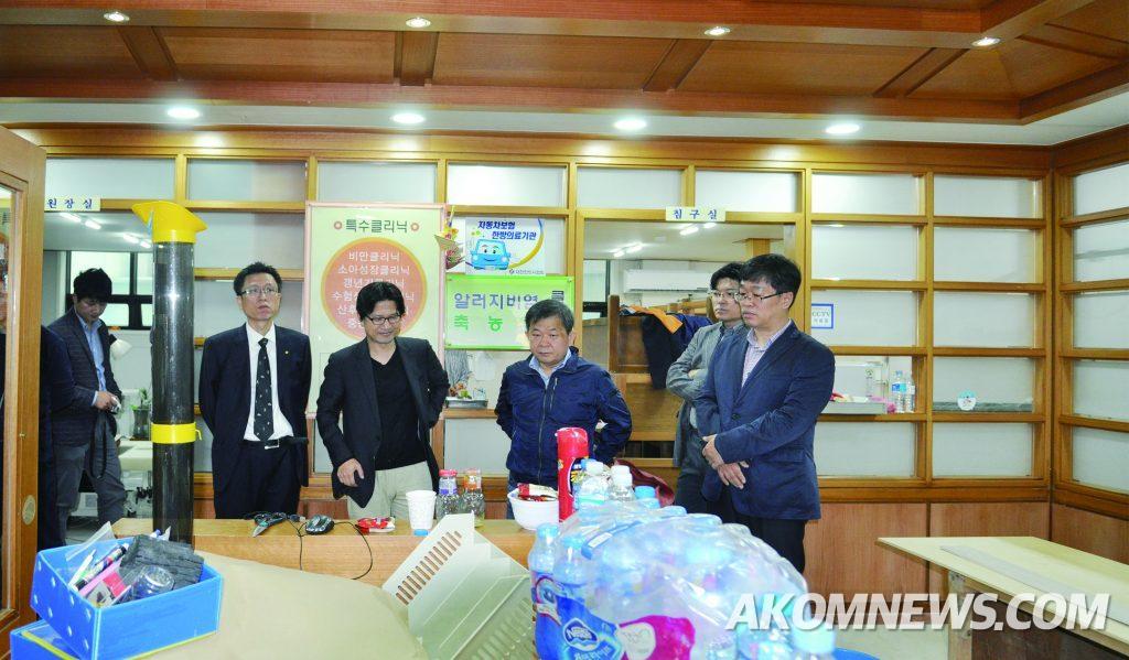 지난 11일 김필건 한의협회장이 울신시 중구 태화시장내 피해 한의원을 긴급 방문하고 피해 상황을 점검하고 있다.