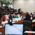 박능후 보건복지부 장관 후보자에 대한 인사청문회가 18일 오전 서울 여의도 국회 보건복지위원회 전체회의실에서 열리고 있다.