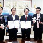 대한한의사협회와 강원도가 평창 동계올림픽 및 동계패럴림픽 성공 개최를 위한 업무협약을 체결하고 있다.