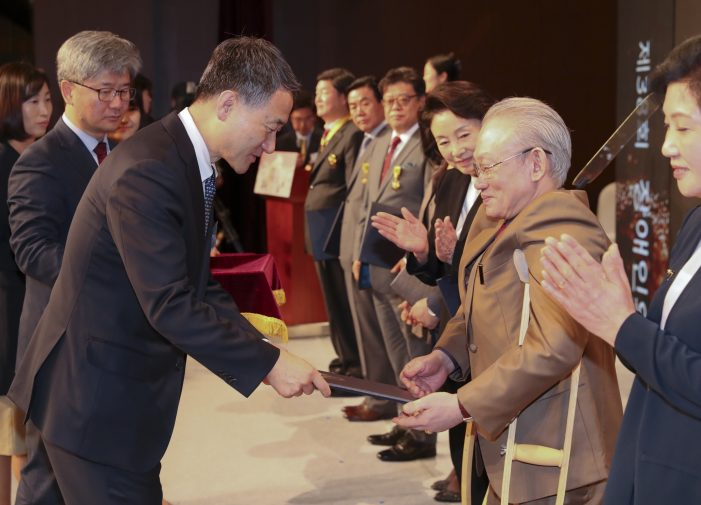 2018년 장애인의 날 기념식…백동진 한의사 국민포장 수상