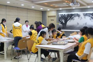 수완청연요양병원 한과 나눔 활동