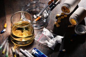 지난 10년 동안 음주율은 늘고, 흡연율은 감소했다